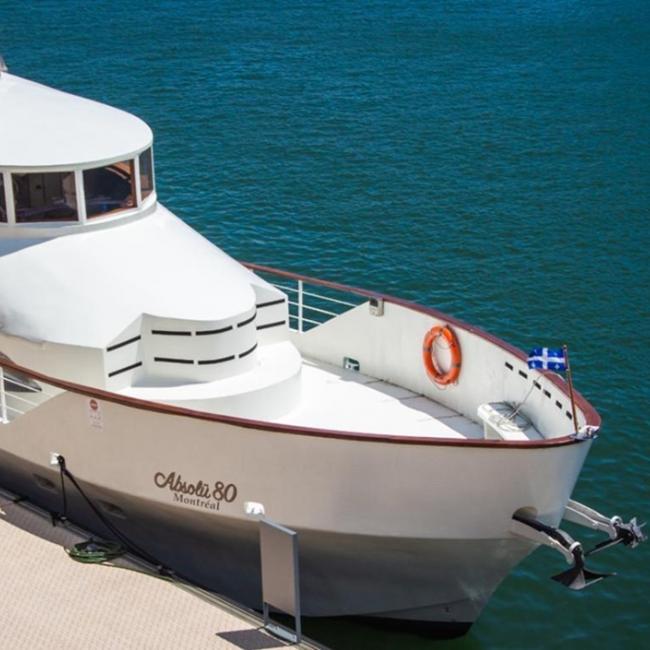 Cet été, offrez-vous une croisière privée entre amis sur un yatcht de luxe avec les Croisières Absolü @yacht_absolu80! Pour profiter de votre expérience, le bateau vous propose des services de bar et de traiteur sur mesure, une piste de danse avec tout l'équipement audio-visuels nécessaires, la possibilité de réserver un DJ et même un spa sur le pont du navire! Pour en savoir plus 👉 http://www.absolu80.com/ . Here's your chance for a private luxury cruise with friends this summer aboard Croisières Absolü @yacht_absolu80! This yacht has got it all! Bar and catering services, a dance floor with complete AV capabilities… you can even book a DJ or enjoy a moment at the spa right on the bridge! Find out more 👉 http://www.absolu80.com/ . #vieuxportmtl #oldportmtl #yatchmtl #cruises #absolu80 #summer2021 #privateparty #privateevent #privateyacht #privateyachts #boat #boatlife⚓️ #boatparty #riverride #mtlmoment #mtlactivities #enjoymtl #montreal #montrealmoment #mtllife #mtlphotography #exploremontreal #mtljtm